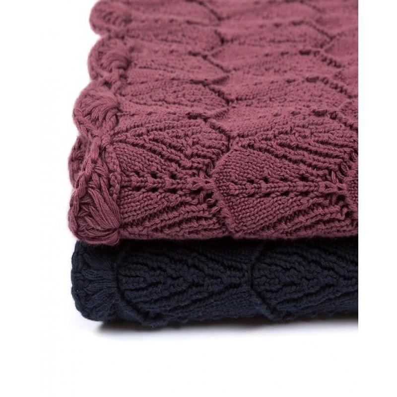 MÜSLI Strikket tæppe i flot mønster dusty berry-02
